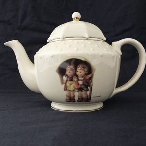 M.J Hummel Teapot Goebel Stormy Weather White Porc